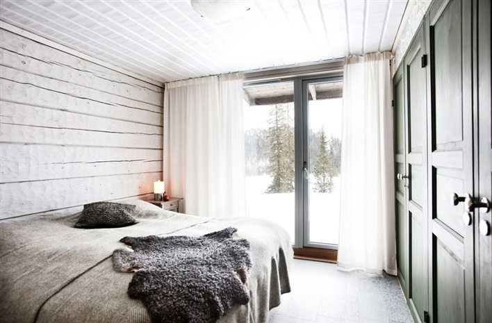 Snow Spaces on Squirrelly Minds - Bedroom via 79 Ideas