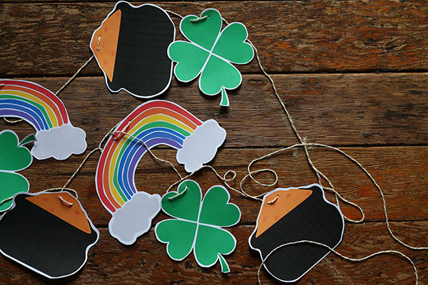 Printable St Patrick's Day Garland on St Patricks Makes and Bakes at Squirrelly Minds
