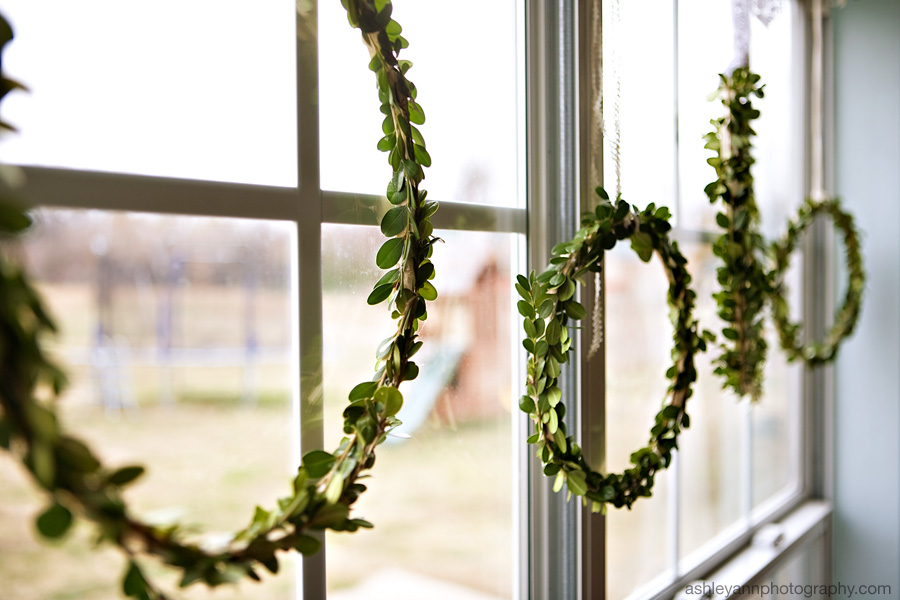 Boxwood Wreaths from Under the Sycamore via Squirrelly Minds