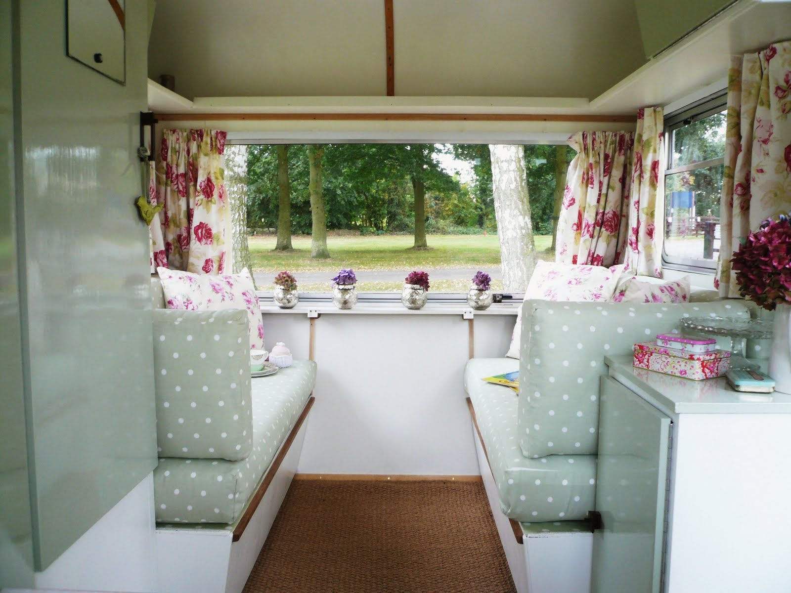 Home camping in cute campers squirrelly minds for Interior caravan designs