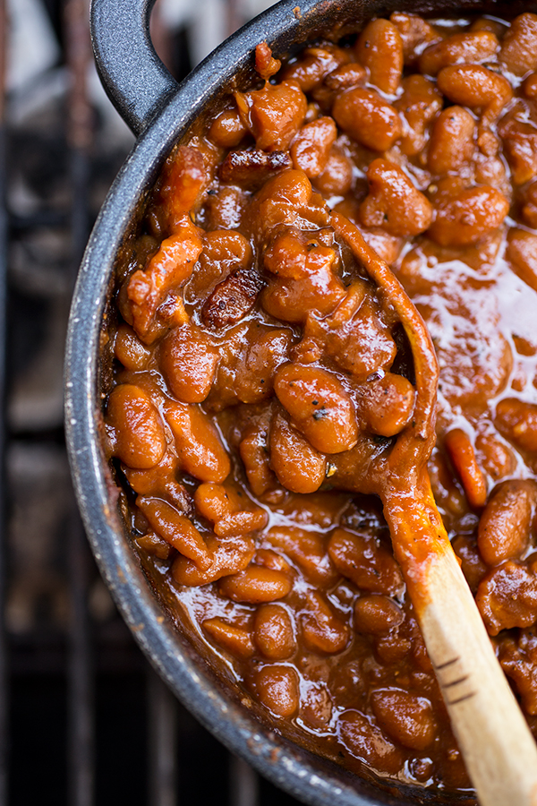 #pinmakeeat 5 | Squirrelly Minds - Sweet 'n Smoky Bourbon Baked Beans from The Cozy Apron