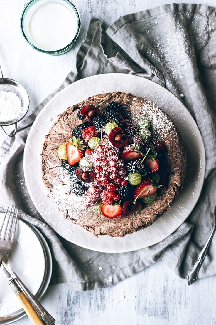 #pinmakeeat 8 | Squirrelly Minds - Chocolate Meringue Cake with Fresh Berries from Artful Desperado