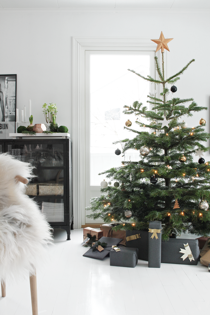 Top 10 Natural Glam Christmas Trees - Stylizimo | Squirrelly Minds