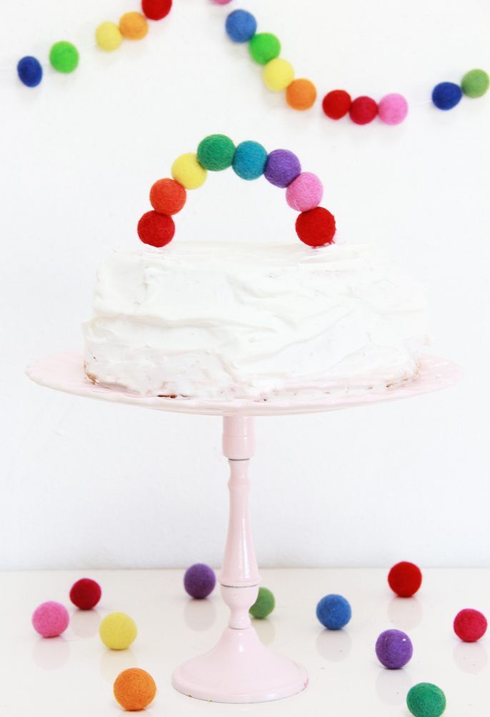 Top 10 St. Patrick's DIY's of 2015 - Rainbow felt cake topper from A Bubbly Life