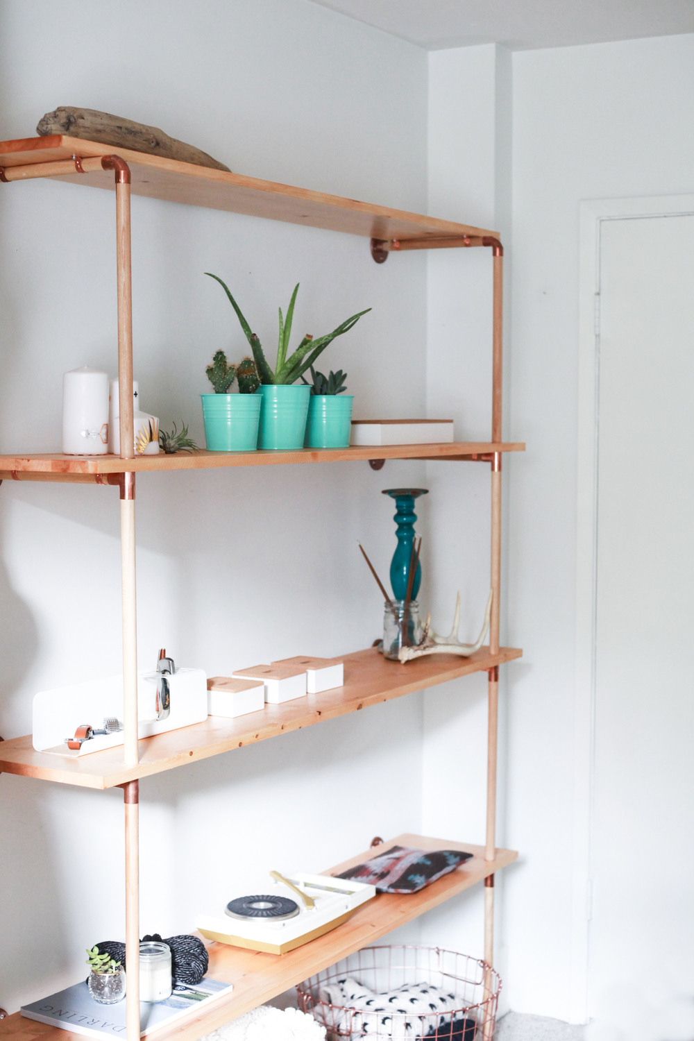 Top 10 Copper Pipe DIY's - Photo by Treasures and Travels   Squirrelly Minds